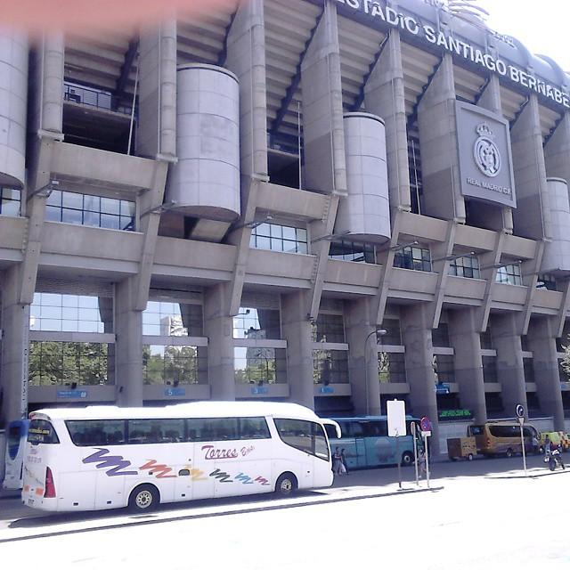 cuanto cuesta alquilar un bus de 50 plazas en Madrid