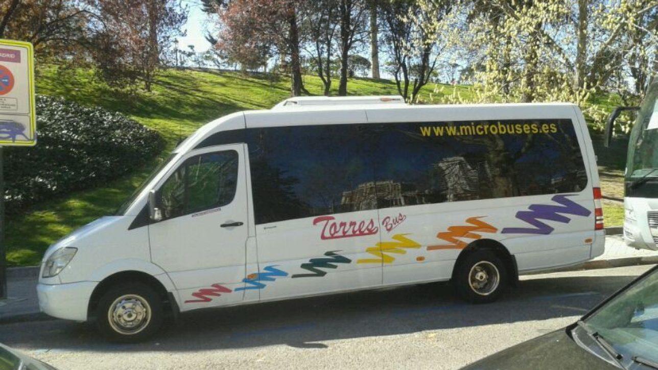 alquilar minibus con conductor